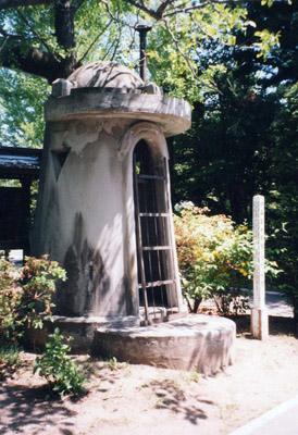 『札幌護国神社にある旧野砲兵第7聯隊の哨舎』 旧軍では自衛隊で言う『警... 東長崎機関 戦争遺
